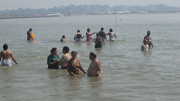 Couples doing Sari Ganga Snanalau in Sangam waters
