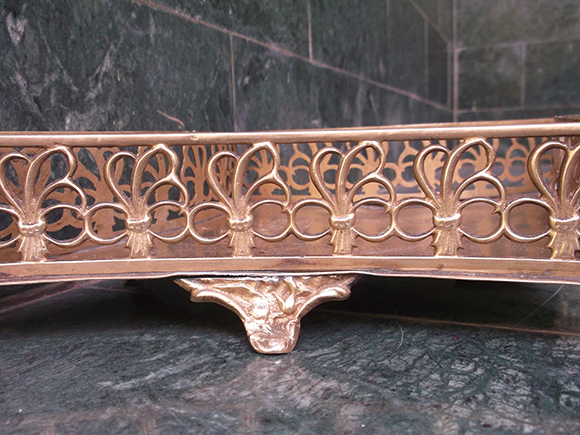 Antique Brass Flower Basket with Curved Diamond Shape – Side-wall Design Resembling a Flower Bouquet.