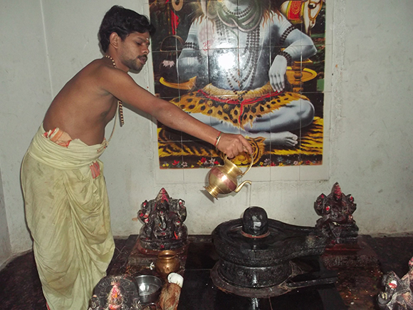Performing Abhishekam to Shiva lingam with the waters from Kamandalam