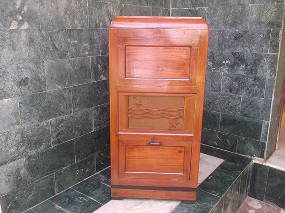 Vintage Wooden Cabinet Box for Used Laundry Clothes