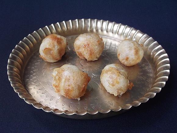 Fried boorelu served in a plate.