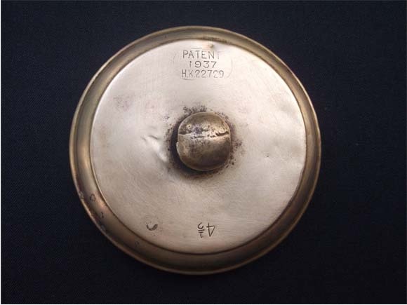 """Patent"" mark and ""4 ½ "" capacity mark shown on the top lid of the tiffin carrier"