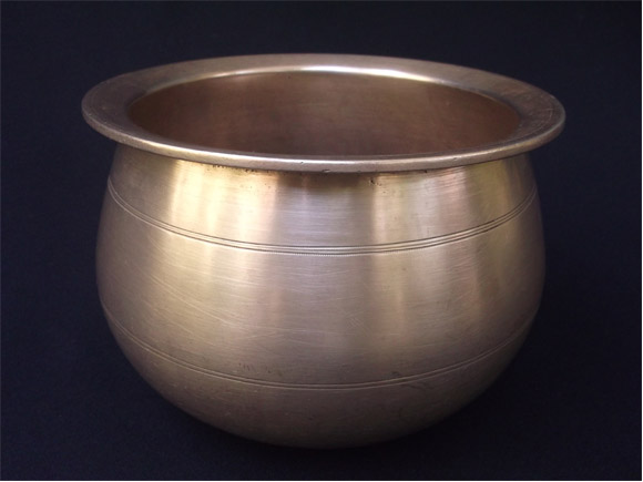 Andhra antique Brass curry pot size. Height 5.5 inches ,width at the moth 7.5 inches -front view