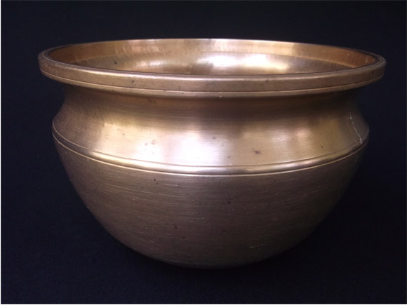 Tamil Nadu Antique bronze curry pots size Height 4.5 inches, width at the mouth 7.0 inches -front view