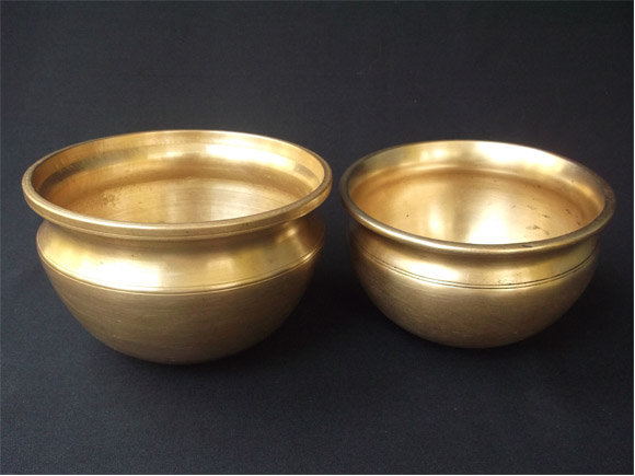 Tamil Nadu Antique bronze curry pots called vengalapannai