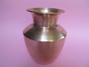 Iyengar copper chombu can hold almost 3 glasses of water