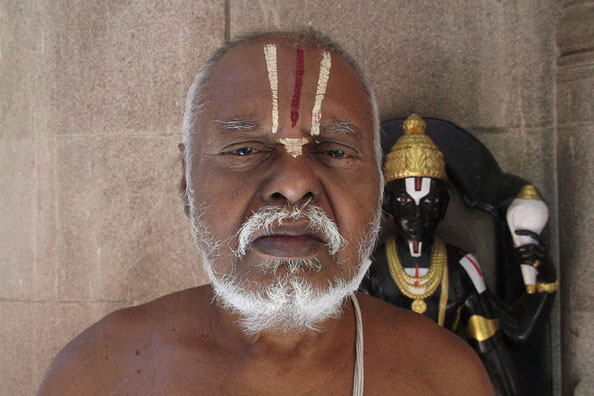 an Iyengar priest with Thenkalai namam.