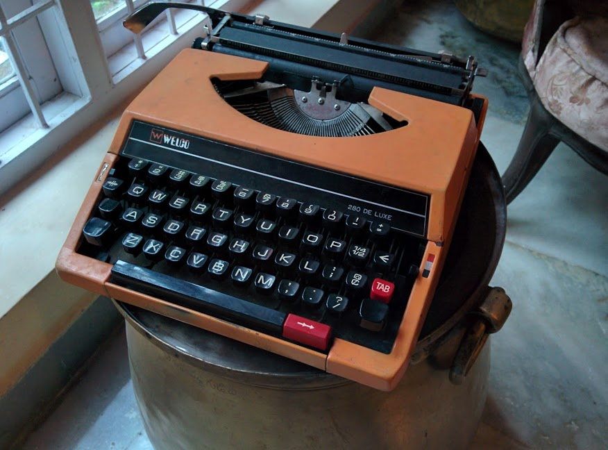 Welco 280 De Luxe Portable Vintage Typewriter